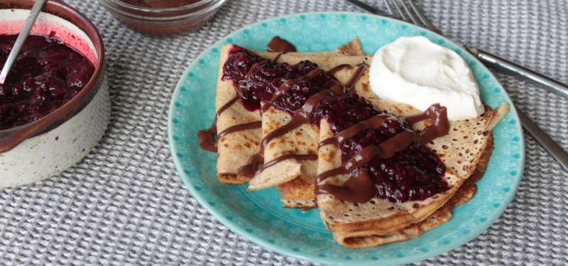 Madein.md Recipe: Pancakes with Berries Stewed in Sparkling Wine