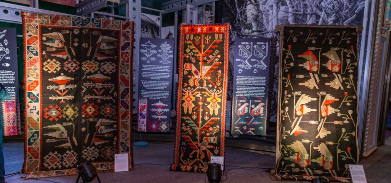 "Presentation of Moldovan Traditional Carpets and Winter Customs at the Fair ""Covorul dorului"". PHOTO"